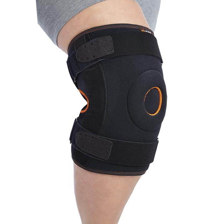 Rodillera envolvente con articulaciones biaxiales y refuerzos metálicos